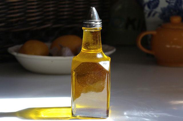 W jaki sposób zutylizować olej spożywczy